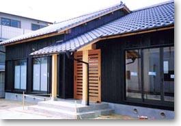 五寸柱と土壁の家01